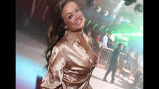 Caren Souza mostrando a bunda deliciosa na live   Porno Cafajeste