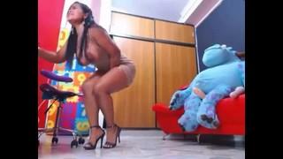 Cavala gostosa siriricando a pepeka em pé   Porno Cafajeste