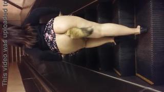 Safada Encaixou O Plug No Cu E Subiu A Escada