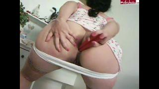 Levantou O Vestido Pra Mostrar O Cuzinho