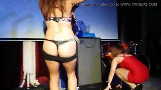 Novinha Mostrando Os Peitos No Baile Funk
